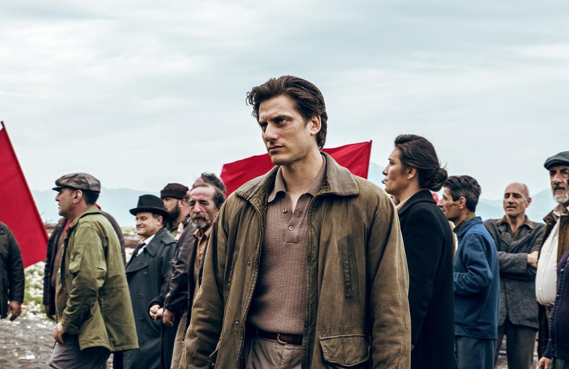 Scena del film Martin Eden con Luca Marinelli